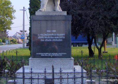 Ács I. világháborús emlékmű 2012.08.04. küldő-Méri (2)