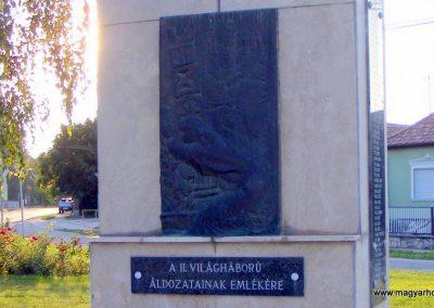 Ács II. világháborús emlékmű 2012.08.04. küldő-Méri (1)