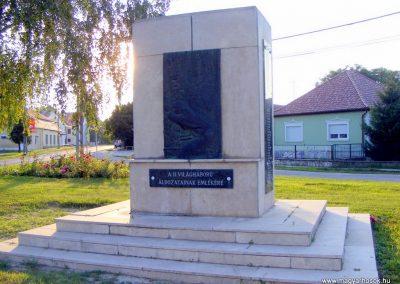 Ács, II. világháborús emlékmű