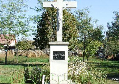 Ágasegyháza II. világháborús emlékmű 2007.10.16. küldő-Markó Péter (3)