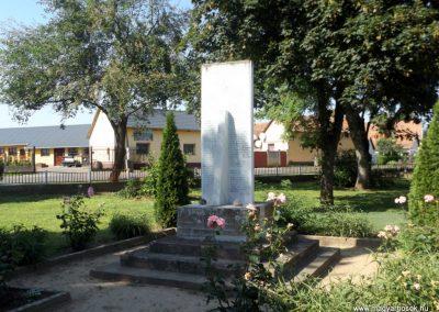 Álmosd II. világháborús emlékmű 2017.06.22. küldő-kalyhas (6)