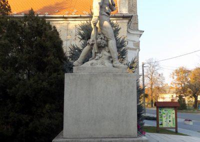 Áporka világháborús emlékmű 2015.10.31. küldő-kalyhas (4)