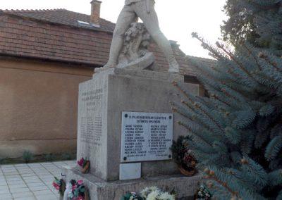 Áporka világháborús emlékmű 2015.10.31. küldő-kalyhas (6)