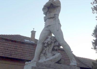 Áporka világháborús emlékmű 2015.10.31. küldő-kalyhas (7)