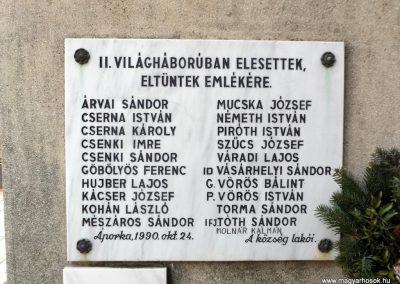 Áporka világháborús emlékmű 2015.10.31. küldő-kalyhas (8)