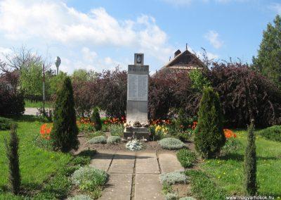 Ároktő világháborús emlékmű 2008.04.22.küldő-Kályhás (2)