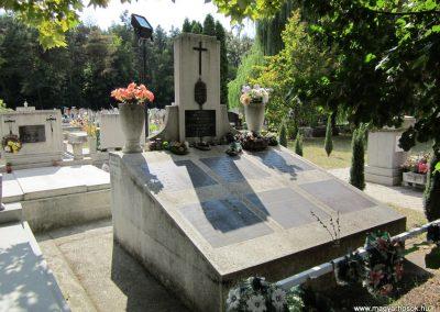 Ásotthalom II.vh emlékmű 2011.08.20. küldő-kalyhas (1)