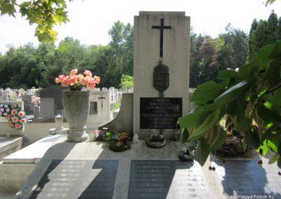 Ásotthalom II.vh emlékmű 2011.08.20. küldő-kalyhas (2)