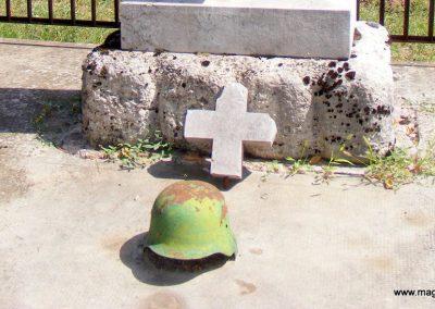 Ászár II. világháborús emlékmű és emlékhely 2012.08.13. küldő-Méri (3)
