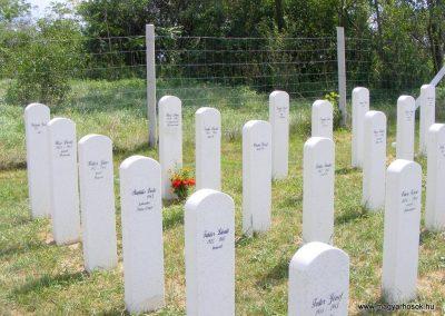 Ászár II. világháborús emlékmű és emlékhely 2012.08.13. küldő-Méri (7)