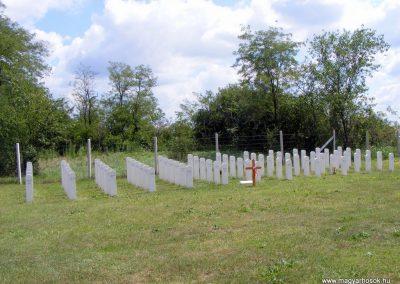 Ászár II. világháborús emlékmű és emlékhely 2012.08.13. küldő-Méri (8)