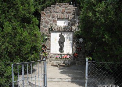 Átány II.vh emlékmű 2007.06.15.küldő-kalyhas (3)