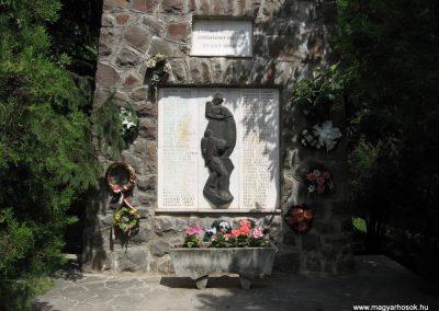 Átány II.vh emlékmű 2007.06.15.küldő-kalyhas