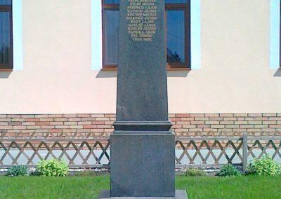 Érsekcsanád világháborús emlékmű 2010.08.27. küldő-Csiszár Lehel (1)