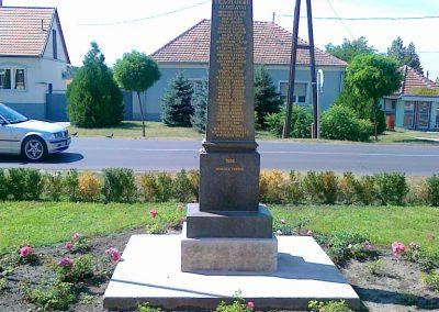 Érsekcsanád világháborús emlékmű 2010.08.27. küldő-Csiszár Lehel (3)