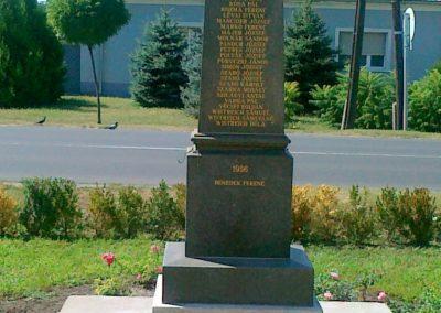 Érsekcsanád világháborús emlékmű 2010.08.27. küldő-Csiszár Lehel (4)