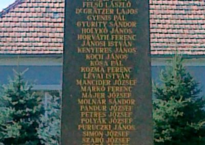 Érsekcsanád világháborús emlékmű 2010.08.27. küldő-Csiszár Lehel (5)