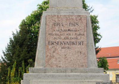 Érsekvadkert világháborús emlékmű 2011.03.24. küldő-kalyhas (3)