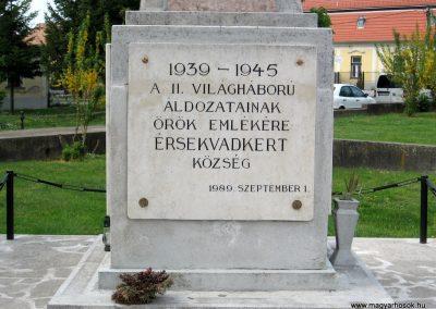 Érsekvadkert világháborús emlékmű 2011.03.24. küldő-kalyhas (4)