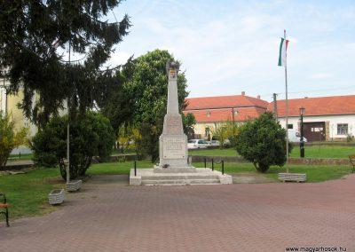 Érsekvadkert világháborús emlékmű 2011.03.24. küldő-kalyhas