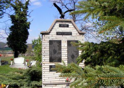 Óbarok világháborús emlékmű 2012.04.21. küldő-Méri (4)