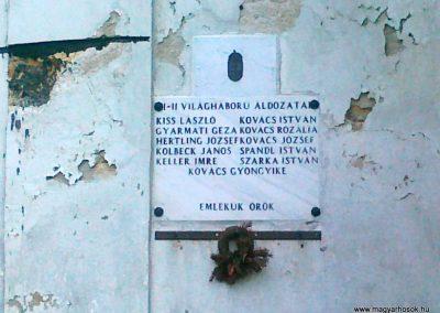 Óbudavár világháborús emléktábla 2010.08.12. küldő-Csiszár Lehel (2)