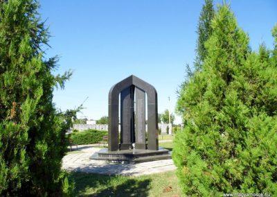 Ógyalla világháborús emlékmű 2013.07.21. küldő-Méri (16)
