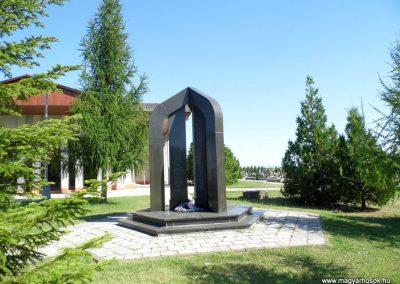 Ógyalla világháborús emlékmű 2013.07.21. küldő-Méri