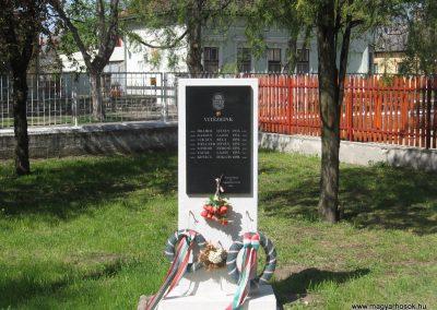 Ónod I.vh emlékmű 2008.04.21. küldő-Kályhás (1)
