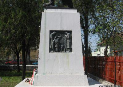 Ónod I.vh emlékmű 2008.04.21. küldő-Kályhás (6)