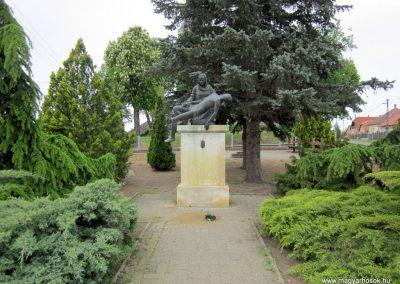 Ópályi II. világháborús emlékmű 2014.04.25. küldő-kalyhas (1)