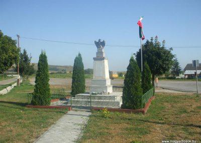 Ózd-Center világháborús emlékmű 2009.08.20.küldő-gkiller2