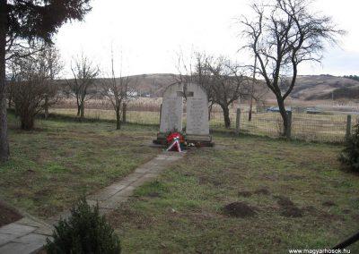 Ózd-Szentsimon világháborús emlékmű 2008.01.27. küldő-Kályhás (1)