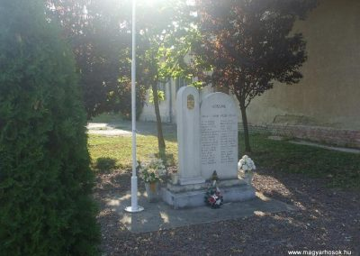 Ózd-Uraj világháborús emlékmű 2009.08.19.küldő-gkiller2