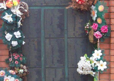 Öcsöd II.vh emlékmű 2009.05.14.küldő-miki (1)