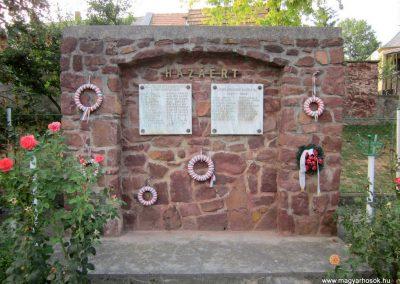 Öcs világháborús emlékmű 2013.08.22. küldő-kalyhas (2)