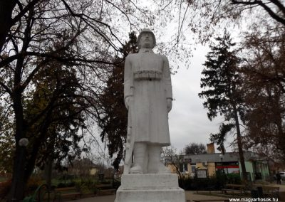 Ököritófülpös világháborús emlékmű 2014.11.22. küldő-kalyhas (2)