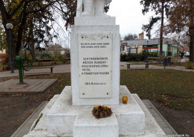 Ököritófülpös világháborús emlékmű 2014.11.22. küldő-kalyhas (3)