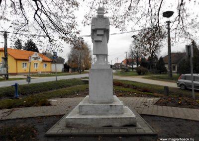 Ököritófülpös világháborús emlékmű 2014.11.22. küldő-kalyhas (6)