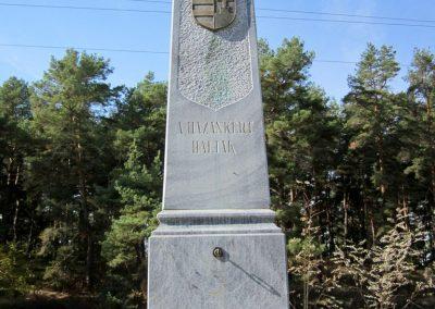 Ömböly világháborús emlékmű 2013.10.11. küldő-kalyhas (5)