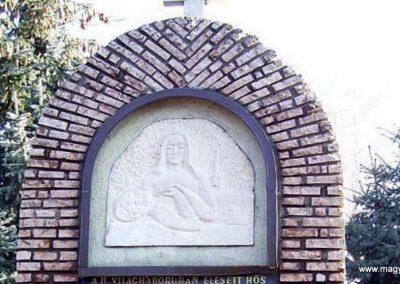Öttevény világháborús emlékmű 2009.01.25. küldő-Ancsa84 (5)