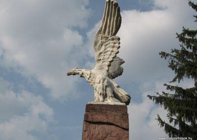 Ötvöskónyi világháborús emlékmű 2009.04.05. küldő-kalyhas (6)