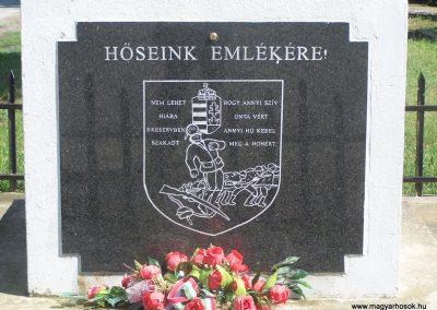 Újbezdán Hősi emlékmű 2009.05.28.küldő-Horváth Zsolt (2)