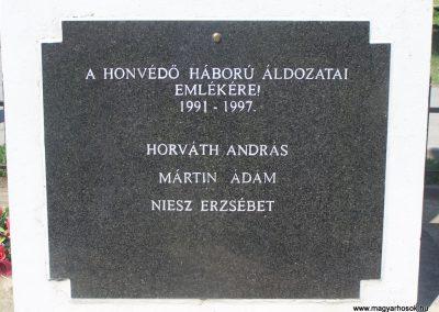 Újbezdán Hősi emlékmű 2009.05.28.küldő-Horváth Zsolt (5)