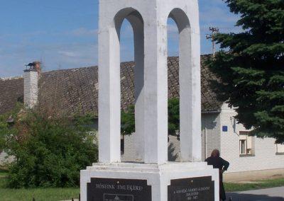 Újbezdán Hősi emlékmű 2009.05.28.küldő-Horváth Zsolt (6)