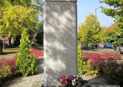 Újfehértó II. világháborús emlékmű 2013.10.11. küldő-kalyhas (10)