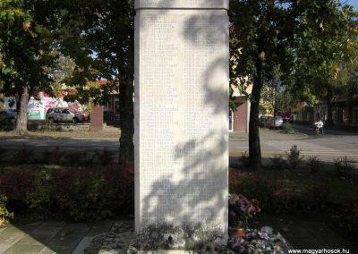 Újfehértó II. világháborús emlékmű 2013.10.11. küldő-kalyhas (13)