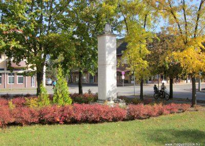 Újfehértó II. világháborús emlékmű 2013.10.11. küldő-kalyhas (14)