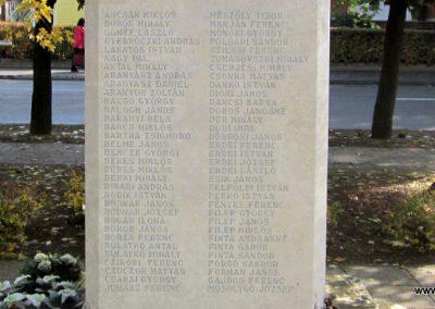 Újfehértó II. világháborús emlékmű 2013.10.11. küldő-kalyhas (15)