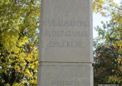Újfehértó II. világháborús emlékmű 2013.10.11. küldő-kalyhas (3)